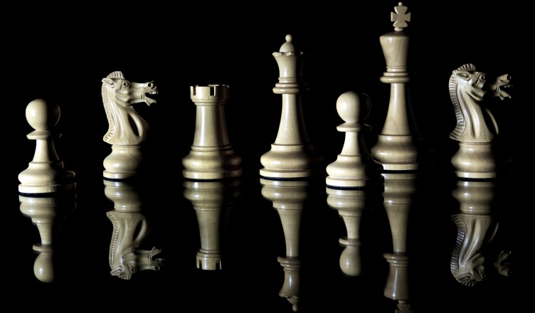 Reflected_Chess_pieces